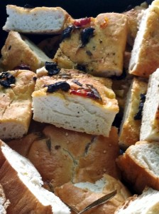 von Alex selbst gebackenes Focaccia Brot (ligurisches Fladenbrot aus Hefeteig)
